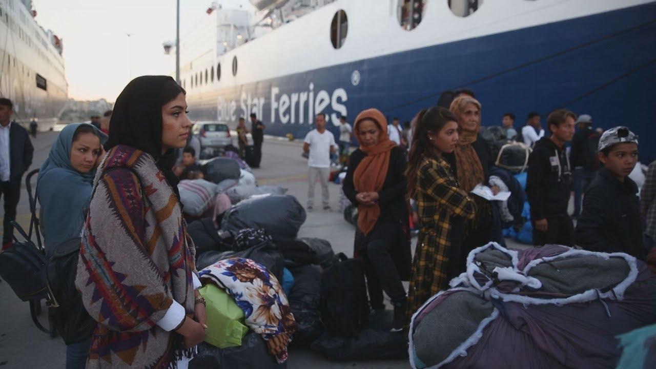 Πρόσφυγες και μετανάστες στο λιμάνι του Πειραιά