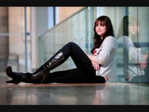 Tekst piosenki Amy MacDonald - Footballer's Wife po polsku