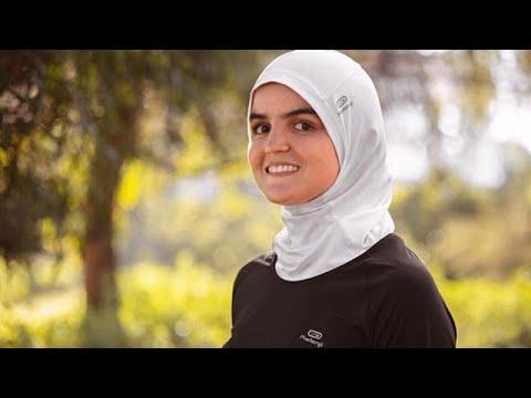 """Decathlon renonce à commercialiser en France son """"hijab"""" de sport"""