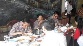 Video FULL Jokowi Makan siang sekeluarga secara sederhana di restoran Muslim Rembulan Brastagi MP3, 3GP, MP4, WEBM, AVI, FLV September 2018