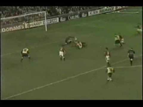 Peter Schmeichel - definetely the best goalkeeper in the world! (видео)
