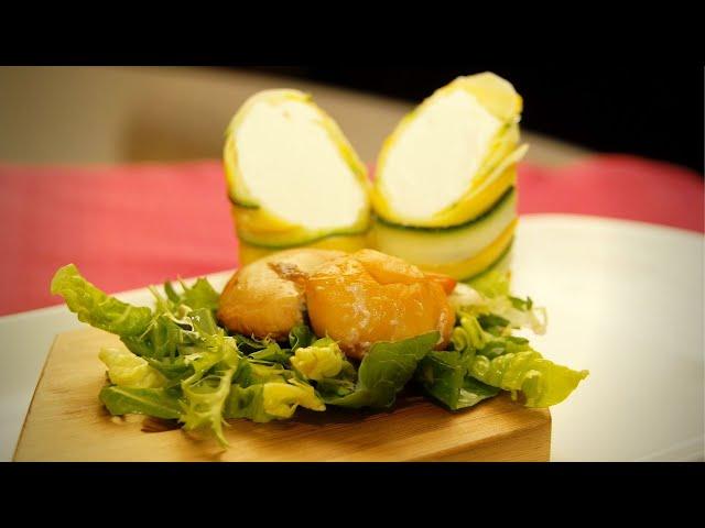 Geräucherte Jakobsmuschel   Salat mit Ziegenfrischkäsepraline   Zucchini an Kardamon-Honig