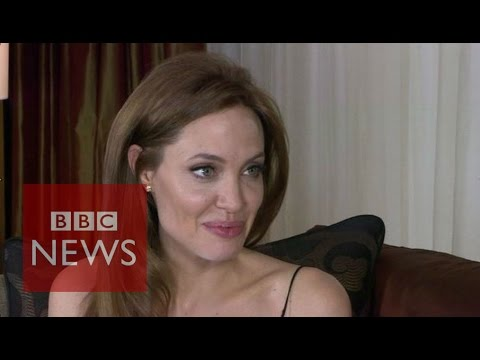 Angelina Jolie: Surgery to remove ovaries facts - BBC News