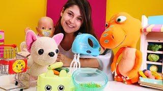 Download Lagu Ayşe bebek Gül'e yemek yapıyor. Alışveriş oyunu Mp3
