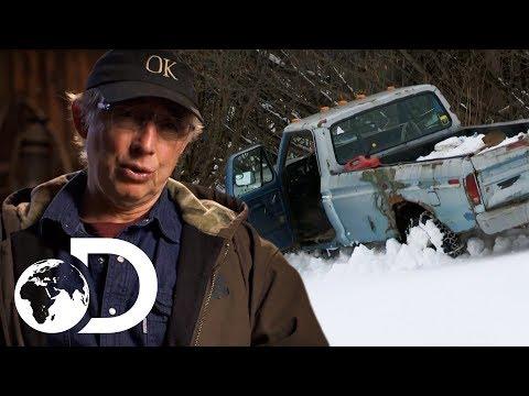 Navigating A Treacherous Route In Dangerous Snowy Conditions | Alaska: The Last Frontier