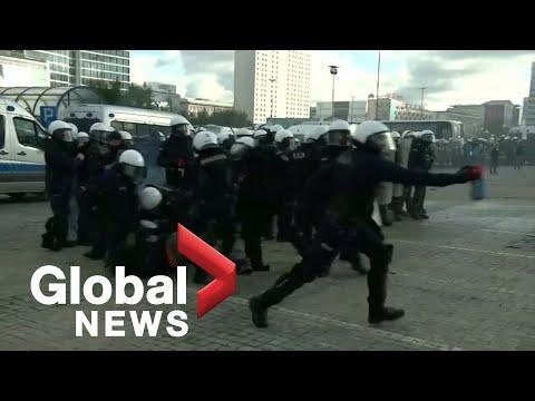 Полиция Варшавы жестко разогнала мирный протест