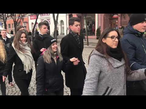 Wideo1: Polonez na leszczyńskim Rynku