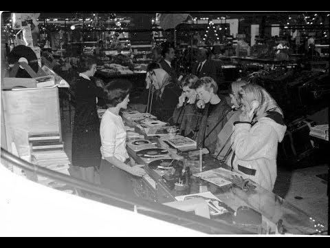 Jerry Ritz fortæller om at købe plader i butikker, hvor man kunne sidde med høretelefoner eller i en lytteboks og høre hele pladen inden man købte den.