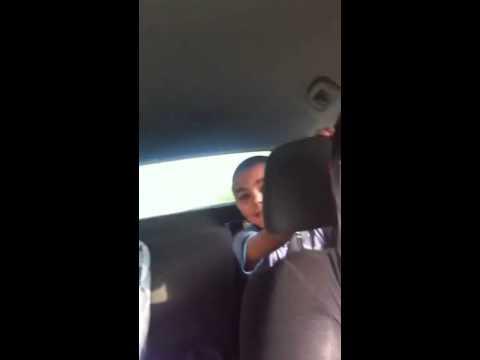 Foji pumbeeri in car lol (видео)