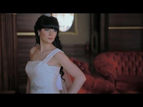 Видео об истории знакомства, необычном способе сделать предложение, свадьбе и свадебном путешествии