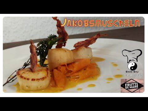 Jakobsmuscheln mit Bacon-Chip und Karottenbändern in Safran Sauce