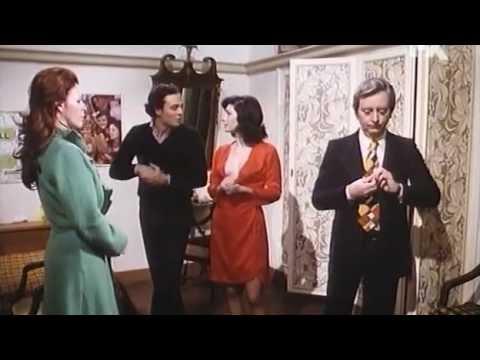 Edwige Fenech - è un film del 1975 diretto da Marino Girolami con lo pseudonimo di Franco Martinelli. Classico della commedia erotica all'italiana, il film è unico per la pa...
