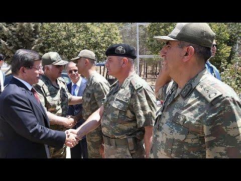 Τουρκία: Επίσκεψη Νταβούτογλου σε φυλάκιο, στα σύνορα με την Συρία- Ένταση με Κούρδους στην πόλη…