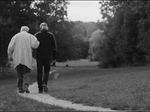 Skupina Mrakoplaš natočila pěkný videoklip k albu Hlídač, kterým navazuje na boj proti Alzheimerově nemoci