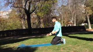 Flexion de rodillas hasta apollo en el suelo y extensión hacia arriba