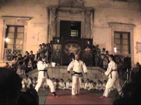 Esibizione di Jujitsu piazza Duomo a Termini Imere