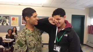 Military brother surprises little brother at schoo