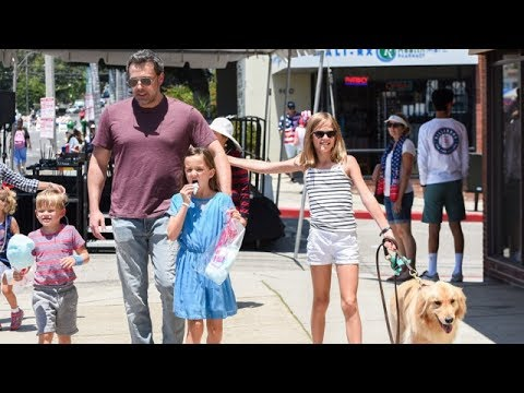 Ben Affleck Takes The Kids To Fourth Of July Parade