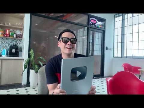 Khánh Phương livestream khui nút Bạc Youtube của kênh Khánh Phương Tube - Thời lượng: 11 phút.