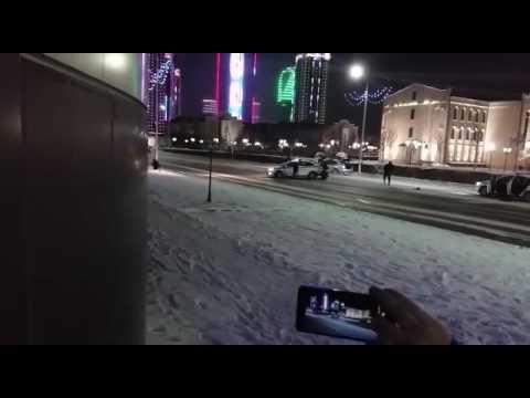 У мережі оприлюднили відео, на якому знято перестрілку поліцейських і збройної групи в Грозному, що відбулася в ніч на неділю, 18 грудня.