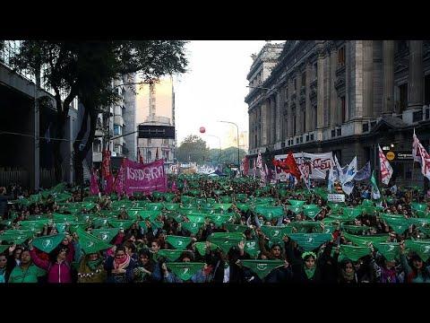 Πράσινη «θάλασσα» για το δικαίωμα στην άμβλωση