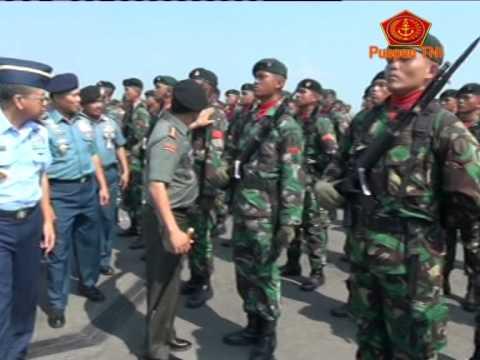PANGLIMA TNI TINJAU KESIAPAN PERINGATAN KE-69 HARI TNI DI KOARMATIM
