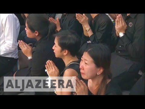 Thais begin year of mourning over King's death (видео)