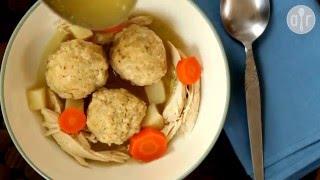 Hühnersuppe mit Matzeknödel (Matzah Ball Soup)
