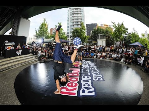 style - CLICK CC for English!!! The top freestyle footballers in Japan battled it out at the Red Bull Street Style Qualifier for a chance to head to Brazil to compete in the World Finals. From originality...