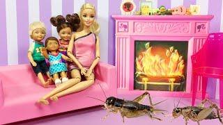 Video Barbie ve Ailesi Bölüm 120 - Evi Böcekler Bastı - Çizgi film tadında Barbie oyunları MP3, 3GP, MP4, WEBM, AVI, FLV Desember 2017