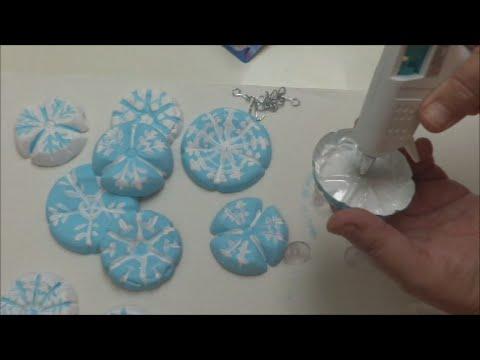 DECORAZIONI NATALIZIE di plastica che s'incollano al frigo ♥ VIDEOTUTORIAL di Riciclo Creativo