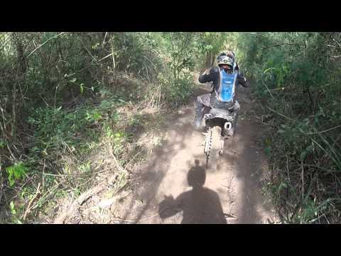 Trilha Vila Azul: Mascote e a galera de Americo de Campos