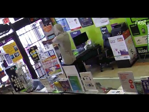 Robber gets locked inside of store he was trying to rob until the police show up