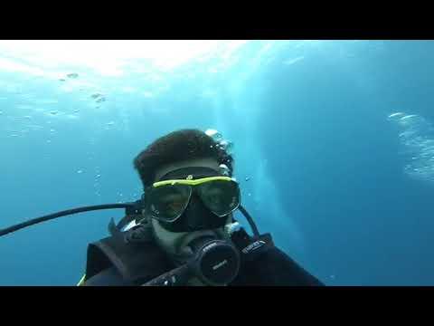 Scuba Diving off the coast of Komodo Island Indonesia with Manta Rays 1_Búvárkodás