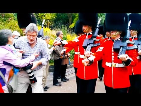Video Ozzy Man Reviews: The Queen's Guard download in MP3, 3GP, MP4, WEBM, AVI, FLV January 2017