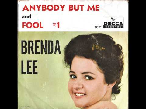 Tekst piosenki Brenda Lee - Anybody but me po polsku