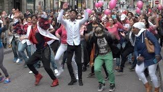 Basel - 5.5.17 - In Basel wurde am Donnerstagabend das Tanzfest 2017 mit einer Parade durch die Innenstadt eröffnet. Neun Tanzschulen und zahlreiche Zuschauer nahmen am Umzug teil. Das Tanzfest findet dieses Wochenende schweizweit in 30 Städten und Gemeinden statt und bietet zahlreiche Vorstellungen aus allen Tanzsparten.Sie wollen dieses Video in Ihren Produkten verwenden? Melden sie sich bei uns:video[at]keystone.chhttp://www.keystone.ch---------------------Interested in using this video in your products? Contact us:video[at]keystone.chhttp://www.keystone.ch