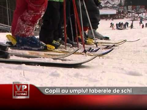Copiii au umplut taberele de schi