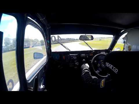 Cadwell Park 2017 race 1 – Chris Yates #40