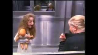 Menina Fantasma No Elevador   Pegadinha Extremely Scary Ghost Elevator Prank In Brazil