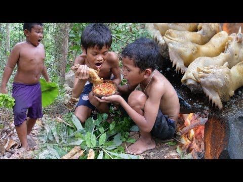 Cooking Chicken Head On A Rock - Eating Delicious