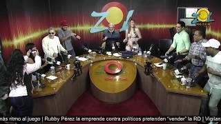 La licenciada Zulenny Gomez bailando
