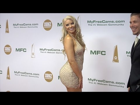 Anikka Albrite XBIZ Awards 2017 Red Carpet Fashion (видео)