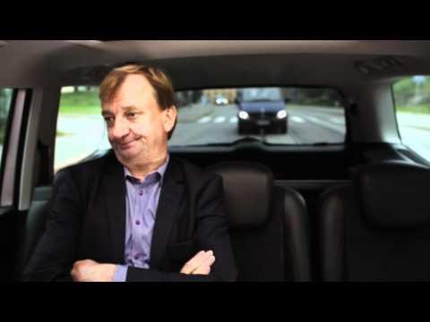Nenäpäivä 2011: Taksikuski ja Hjalliksen näköinen mies tekijä: NenapaivaWebTV