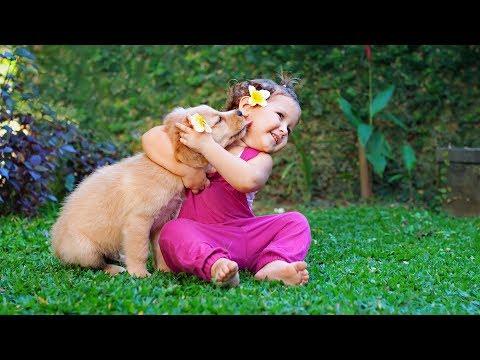 Bé con và chó nhỏ...