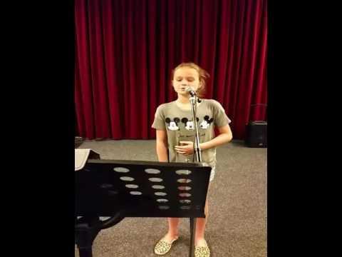 Lizzy v.d. Broek 11 jaar zing One Call away. cover