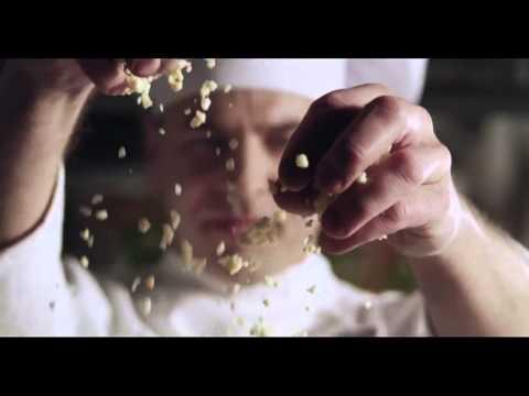 Agencja Red8 Advertising przygotowała najnowszą wizerunkową kampanię reklamową Pizzy Hut. Jej celem jest zwrócenie uwagi na wyjątkowość ciasta Pan, z którego marka słynie na całym świecie, a także w Polsce. Więcej: http://www.signs.pl/pizza-hut-reklamuje-
