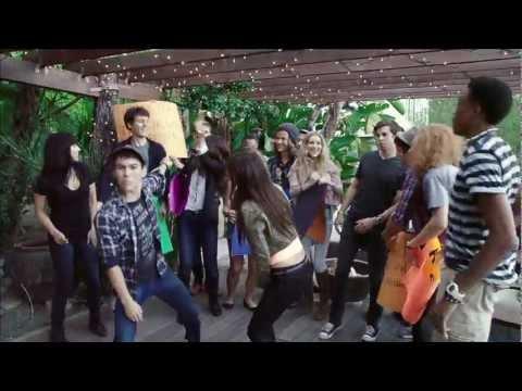 Tekst piosenki Victoria Justice - Maroon 5 medley  feat. Max Schneider po polsku