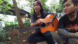 Video Pengamen Cewek Tattoan - Tapi Skil Musik nya Boleh Di Adu - Keren Banget..!!! MP3, 3GP, MP4, WEBM, AVI, FLV November 2018