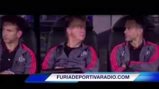 'Chicharito' falla penal en Champions League